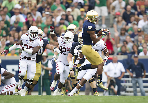 August 31, 2013:  Notre Dame wide receiver TJ Jones (7) catches pass during NCAA Football game action between the Notre Dame Fighting Irish and the Temple Owls at Notre Dame Stadium in South Bend, Indiana.  Notre Dame defeated Temple 28-6.