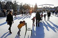 Nederland Amsterdam 2015 12 09. Schaatsbaan op het Museumplein. Foto Berlinda van Dam / Hollandse Hoogte