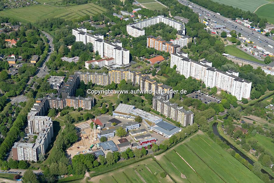 Kirchdorf Süd: EUROPA, DEUTSCHLAND, HAMBURG,  (GERMANY), 19.05.2020: Kirchdorf Süd, Kirchdorf Süd ist eine Großwohnsiedlung mit 5.700 Einwohnern im Hamburger Stadtteil Wilhelmsburg.<br /> <br /> Die Siedlung entstand in den Jahren von 1974 bis 1976 und hat sich mehr und mehr zu einem multikulturellen Viertel entwickelt.