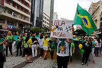 CURITIBA, PR, 26.03.2017 – PROTESTO-PR – Grupos que protagonizaram manifestações pelo impeachment da presidente Dilma Rousseff (PT) protestam contra o voto em lista fechada neste domingo(26), pelas ruas do centro de Curitiba (PR). (Foto: Paulo Lisboa/Brazil Photo Press)