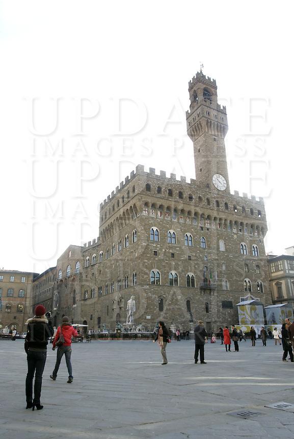 Veduta di Piazza Signoria, con Palazzo Vecchio sullo sfondo, a Firenze.<br /> View of Piazza della Signoria, with Palazzo Vecchio in background, in Florence.<br /> UPDATE IMAGES PRESS/Riccardo De Luca