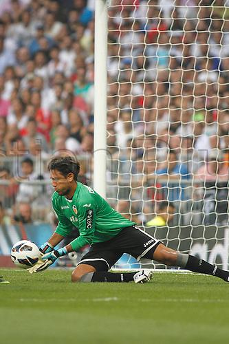 19.08.2012 Madrid, Spain. La Liga Football Real Madrid vs. Valencia CF - Diego alves saves the shot
