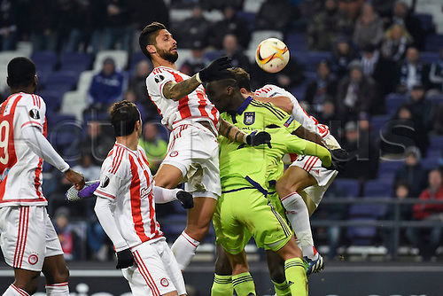 18.02.2016. Anderlecht, Brussels, Belgium. UEFA Europa League football. Anderlecht versus Olympiakos.  Manuel da Costa  of Olympiacos FC  wins the header