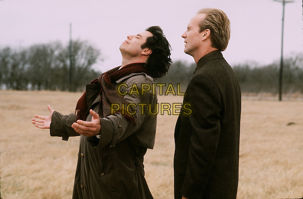 JOHN TRAVOLTA & WILLIAM HURT .in Michael (1996) .*Filmstill - Editorial Use Only*.CAP/NFS.Supplied by Capital Pictures.