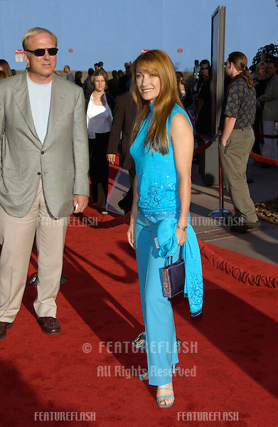Actress JANE SEYMOUR & husband JAMES KEACH at the world premiere, in Los Angeles, of Jurassic Park III..16JUL2001.  © Paul Smith/Featureflash