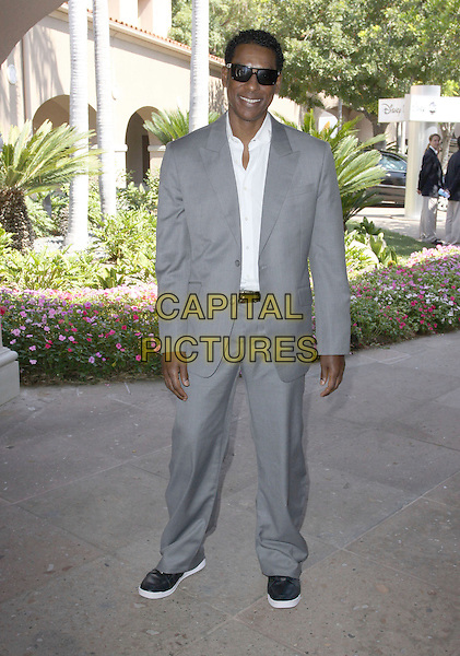 ORLANDO JONES .2009 TCA Summer Tour - ABC Day Held at The Langham Hotel & Spa, Pasadena, California, USA, .8th August 2009..full length grey gray suit sunglasses shades black shoes trainers white shirt .CAP/ADM/KB.©Kevan Brooks/Admedia/Capital Pictures
