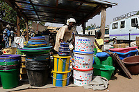 "Westafrika Mali Frauen verkaufen Kochtoepfe auf dem Markt - Handel  | .Africa Mali women sell cooking vessel at market - trade .| [ copyright (c) Joerg Boethling / agenda , Veroeffentlichung nur gegen Honorar und Belegexemplar an / publication only with royalties and copy to:  agenda PG   Rothestr. 66   Germany D-22765 Hamburg   ph. ++49 40 391 907 14   e-mail: boethling@agenda-fototext.de   www.agenda-fototext.de   Bank: Hamburger Sparkasse  BLZ 200 505 50  Kto. 1281 120 178   IBAN: DE96 2005 0550 1281 1201 78   BIC: ""HASPDEHH"" ,  WEITERE MOTIVE ZU DIESEM THEMA SIND VORHANDEN!! MORE PICTURES ON THIS SUBJECT AVAILABLE!! ] [#0,26,121#]"