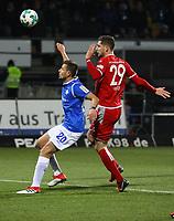 Artur Sobiech (SV Darmstadt 98) gegen Stipe Vucur (1. FC Kaiserslautern) - 21.02.2018: SV Darmstadt 98 vs. 1. FC Kaiserslautern, Stadion am Boellenfalltor, 2. Bundesliga