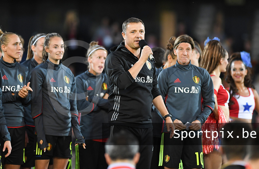 20170613 - LEUVEN ,  BELGIUM : Belgian head coach Ives Serneels pictured talking to the fans after the friendly female soccer game between the Belgian Red Flames and JAPAN , a friendly game in the preparation for the European Championship in The Netherlands 2017  , Tuesday 13 th June 2017 at Stadion Den Dreef  in Leuven , Belgium. PHOTO SPORTPIX.BE | DAVID CATRY