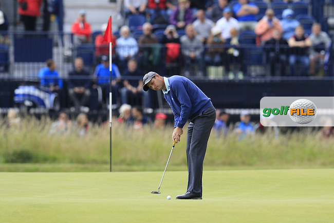 David HOWELL (ENG) putts on the 2nd green during Sunday's Round  of the 144th Open Championship, St Andrews Old Course, St Andrews, Fife, Scotland. 19/07/2015.<br /> Picture Eoin Clarke, www.golffile.ie