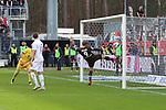 Viktor Gyoekeres (Nr.9, FC St. Pauli) kann das 2:1 fuer den SVS nicht verhindern  beim Spiel in der 2. Bundesliga, SV Sandhausen - FC St. Pauli.<br /> <br /> Foto © PIX-Sportfotos *** Foto ist honorarpflichtig! *** Auf Anfrage in hoeherer Qualitaet/Aufloesung. Belegexemplar erbeten. Veroeffentlichung ausschliesslich fuer journalistisch-publizistische Zwecke. For editorial use only. For editorial use only. DFL regulations prohibit any use of photographs as image sequences and/or quasi-video.