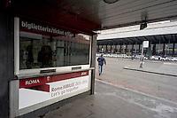 Roma 3 Dicembre 2015<br /> Giubileo, i nuovi biglietti dell'Atac per i pellegrini.<br /> Presentati i biglietti Atac da collezione per il Giubileo, con una serie speciale di quattro BIT raffiguranti Papa Francesco e contenuti in una custodia souvenir. Presentata anche  anche la RomeJubilee, la card in tiratura limitata con l'immagine del Pontefice,che consentir&agrave; agli acquirenti di caricare tutta l&rsquo;offerta turistica di Atac, dal ticket giornaliero a quello settimanale.<br /> Nella foto: La nuova biglietteria Atac a piazza dei Cinquecento.<br /> Rome December 3, 2015<br /> Jubilee, the new ATAC tickets for pilgrims.<br /> Presented  collectible tickets Atac  (Tramways Company and Coach of the Municipality of Rome) for the Jubilee, with a special series of four BIT depicting Pope Francis and contained in a case souvenirs. Also presented also RomeJubilee, the limited edition card with the image of the Pope, which allow buyers to load all the tourist offer of Atac, from ticket daily to weekly. Pictured: The new ticket  office Atac to piazza Cinquecento.