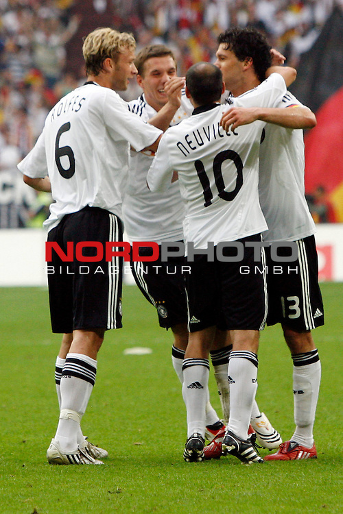 UEFA Euro 2008 Test - Deutschland (GER) vs. Serbien ( SRB ) 2 - 1 am 31.05.2008 in Gelsenkirchen - Auf Schalke<br /> Freundschaftsspiel - Friendlymatch<br /> <br /> Jubel nach dem 2:1. Simon Rolfes (#6 Bayer 04 Leverkusen Deutsche Nationalmannschaft), Oliver Neuville (#10 Gladbach Deutsche Nationalmannschaft), Lukas Podolski (#20 Bayern MŁnchen Deutsche Nationalmannschaft) und Michael Ballack (#13 Chelsea London Deutsche Nationalmannschaft).<br /> <br /> Foto &copy; nph (  nordphoto  ) *** Local Caption ***