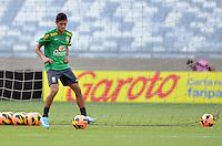 BELO HORIZONTE, MG, 23 DE ABRIL DE 2013 - BRASIL x CHILE - Neymar durante treino da Selecao Brasileira de Futebol no Estadio Mineirao, em Belo Horizonte MG. O Brasil enfrenta o Chile em amistoso preparatorio para a Copa das Confederacoes 2013, na tarde desta terca-feira, 23. FOTO DOUGLAS MAGNO / BRAZIL PHOTO PRESS
