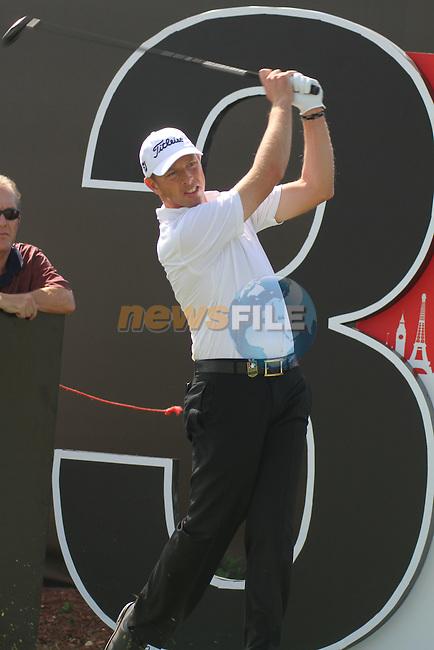 Dubai World Championship Golf. Earth Course,.Jumeirah Golf Estate, Dubai, U.A.E...Soren Hanson drives off the 3rd tee box during the first round of the Dubai World Golf championship..Photo: Fran Caffrey/www.golffile.ie...