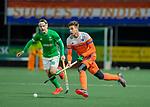 AMSTELVEEN - Sander de Wijn (Ned)  met Alan Sothern (IRE)  tijdens de hockeyinterland Nederland-Ierland (7-1) , naar aanloop van het WK hockey in India.  COPYRIGHT KOEN SUYK