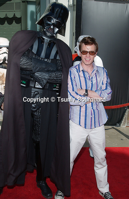 "Ewan McGregor posing with Darth Vader at the Los Angeles premiere of "" Star Wars: Episode II Attack of the Clones "" at the Chinese Theatre. May 12, 2002.           -            McGregorEwan_DarthVadar02.jpg"