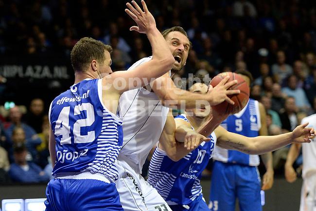 GRONINGEN - Basketbal, Donar - Landstede Zwolle, Supercup seizoen 2017-2018, 05-10-2017, Donar speler Drago Pasalic met Landstede speler Noah Dahlman