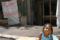 Roma,3 agosto 2005.Rifugiati politici davanti alla  sede ACNUR.Alcune decine di rifugiati politici davanti alla sede ACNUR di Via Caroncini per chiedere casa, lavoro, dignità..Rome, August 3, 2005.Refugees outside the UNHCR office.A few dozen refugees outside the UNHCR office in Via Caroncini ask for home, work, dignity..