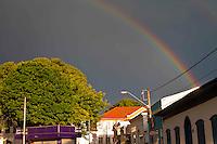MOGI DAS CRUZES, SP, 14 DE NAJEIRO DE 2014, VISTA DE ARCO IRIS NA CIDADE DE MOGI DAS CRUZES NA GRANDE SP, No fim da tarde dessa terçao-feira(14) apos chuva, arco-iris e visto na cidade de Mogi das Cruzes na grande Sao Paulo, FOTO: WARLEY LEITE/ BRAZIL PHOTO PRESS