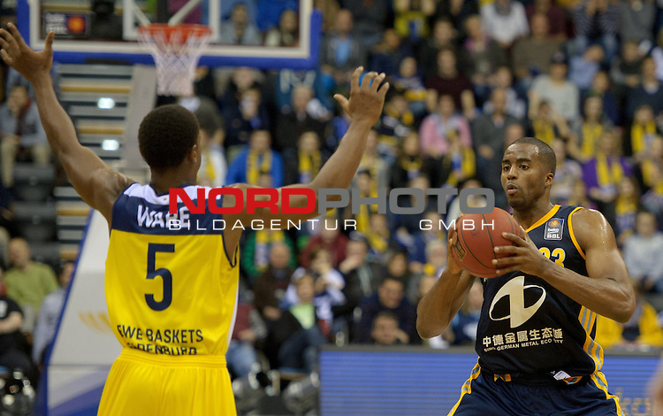 30.11.2014, EWE Arena, Oldenburg, GER, BBL, EWE Baskets Oldenburg vs ALBA BERLIN, im Bild Casper Ware (Oldenburg #5), Jamel McLean (Berlin #33)<br /> <br /> Foto &copy; nordphoto / Frisch