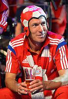 FUSSBALL  DFB POKAL FINALE  SAISON 2013/2014 Borussia Dortmund - FC Bayern Muenchen     17.05.2014 FC Bayern Bankett in der Telekom Zentrale;  Arjen Robben mit Fussballhut