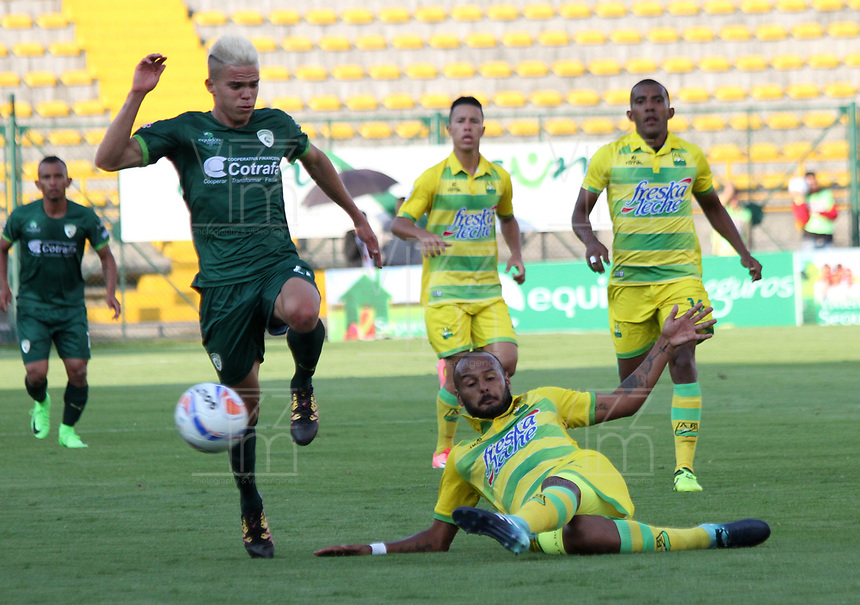BOGOTA - COLOMBIA - 2 - 11 - 2017: Walmer  Pacheco (Izq.) jugador de La Equidad disputa el balón con  Martin Gonzalez (Der.) del Atlético Bucaramanga   , durante partido entre La Equidad y Atlético Bucaramanga ,  por la fecha 18 de la Liga Aguila II-2017, jugado en el estadio Metropolitano de Techo de la ciudad de Bogota. / Walmer  Pacheco (L) player of La Equidad vies for the ball with Martin Gonzalez (R) of Atletico Bucaramanga, during a match between La Equidad and Atletico Bucaramanga, for the  date 18nd of the Liga Aguila II-2017 at the Metropolitano de Techo Stadium in Bogota city, Photo: VizzorImage  /Felipe Caicedo / Staff.