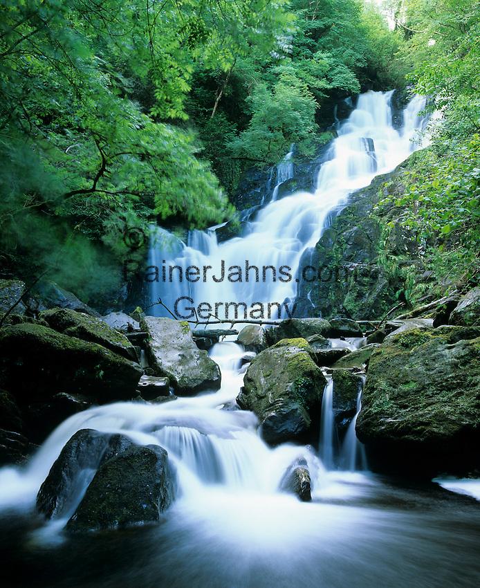 Ireland, County Kerry, near Killarney, Killarney National Park: Torc waterfall | Irland, County Kerry, bei Killarney, Killarney National Park: Torc Wasserfall