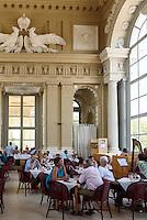 Caf&eacute; in der Gloriette, sp&auml;tbarocke Sommerresidenz Schloss Sch&ouml;nbrunn, Wien, &Ouml;sterreich, UNESCO-Weltkulturerbe<br /> Caf&eacute; in Gloriette,  late Baroque summerresidence Schloss Sch&ouml;nbrunn, Vienna, Austria, world heritage