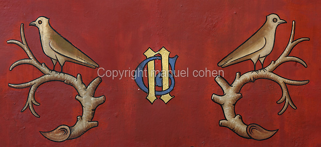 Wall painting with the initials N and G (Nicolas de Rolin and Guigone de Salins) and a bird on a branch, in the Chapel, in the Salle des Povres or Room of the Poor, in Les Hospices de Beaune, or Hotel-Dieu de Beaune, a charitable almshouse and hospital for the poor, built 1443-57 by Flemish architect Jacques Wiscrer, and founded by Nicolas Rolin, chancellor of Burgundy, and his wife Guigone de Salins, in Beaune, Cote d'Or, Burgundy, France. The hospital was run by the nuns of the order of Les Soeurs Hospitalieres de Beaune, and remained a hospital until the 1970s. The building now houses the Musee de l'Histoire de la Medecine, or Museum of the History of Medicine, and is listed as a historic monument. Picture by Manuel Cohen