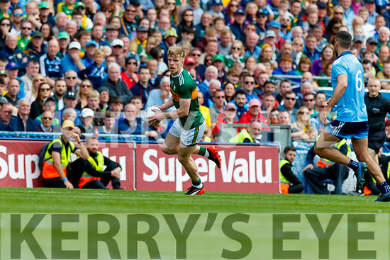 Tommy Walsh, Kerry in action against James McCarthy, Dublin during the GAA Football All-Ireland Senior Championship Final match between Kerry and Dublin at Croke Park in Dublin on Sunday.