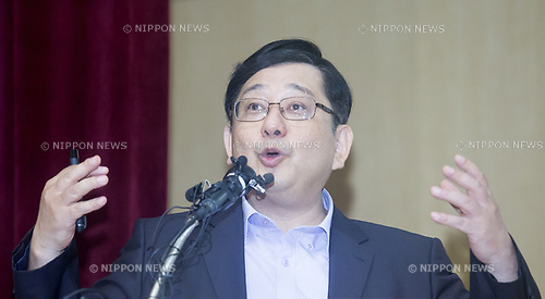 Hosaka Yuji, Sep 19, 2017 : Hosaka Yuji, a political science professor at Sejong University speaks during a news conference in Seoul, South Korea. Yuji exposed excerpts of translations of Japanese government records which were published in 1997 by the Asian Women's Fund and he insisted that Tokyo must take legal responsibility as the new evidence shows Japanese government was involved in the recruitment of foreign women who were forced to become sex slaves or comfort women for Japanese soldiers during the Second World War, local media reported. (Photo by Lee Jae-Won/AFLO) (SOUTH KOREA)