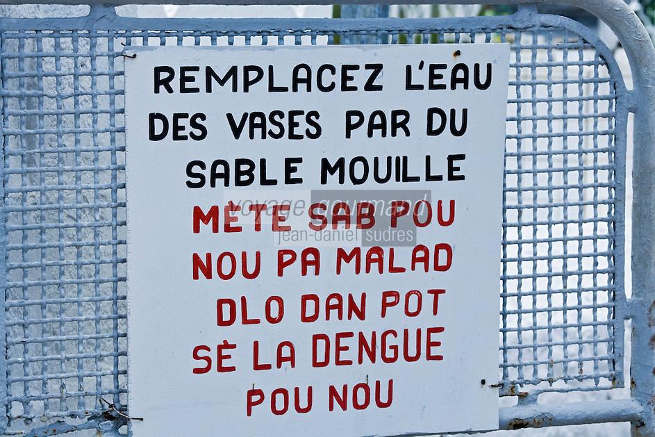 France/DOM/Martinique/ Sainte-Luce:  détail  inscription sur la porte du cimetière en bord de mer en français et en créole