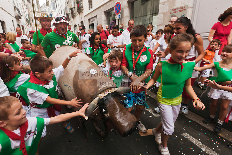 Europe/France/Aquitaine/64/Pyrénées-Atlantiques/Pays-Basque/Bayonne: Lors des Fêtes de Bayonne, Courses de vachettes fictive pour les enfants [Non destiné à un usage publicitaire - Not intended for an advertising use]