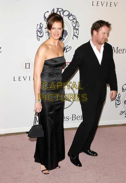 Brooke Shields and Chris Henchy attends The 17th Carousel of Hope Ball to Benefit The Barbara Davis Center for Childhood Diabetes held at The Beverly Hilton Hotel on October 28,2006.Copyright 2006 Debbie VanStory