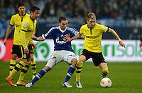 FUSSBALL   1. BUNDESLIGA   SAISON 2012/2013    25. SPIELTAG FC Schalke 04 - Borussia Dortmund                         09.03.2013 Mario Goetze (li) und Marco Reus (re) gegen Marco Hoeger (Mitte, FC Schalke 04)