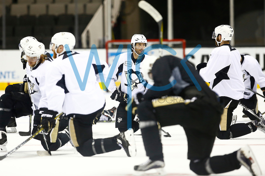 Matt Cullen #7 of the Pittsburgh Penguins stretches with teammates during practice at the SAP Center in San Jose, California on June 5, 2016. (Photo by Jared Wickerham / DKPS)