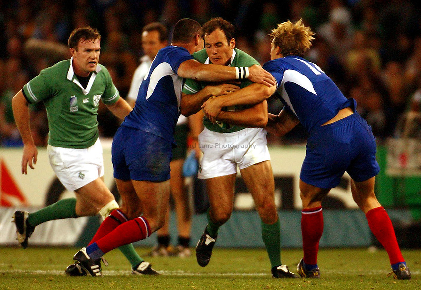 Photo: Jack Atley..Ireland v France, Quarter Final at the Telstra Dome, Melbourne. RWC 2003. 09/11/2003..Girvan Dempsey attacks..