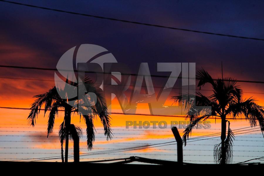 MOGI DAS CRUZES ,SP, 21 DE MARCO DE 2013 - CLIMA TEMPO MOGI DAS CRUZES - Vista do Ceu no bairro de Vila Rubens na cidade de Mogi das Cruzes nesta quinta-feira, 21. FOTO:WARLEY LEITE/BRAZIL PHOTO PRESS