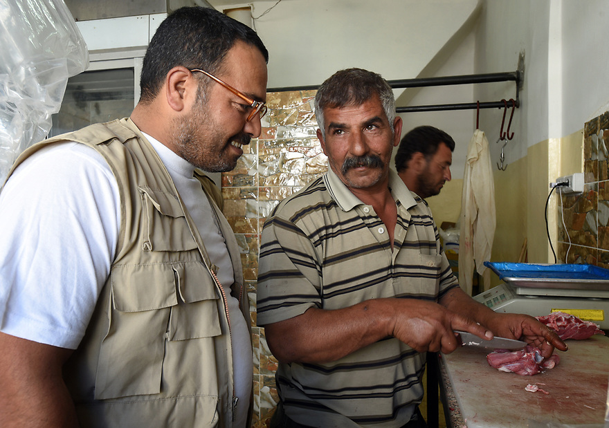 A PIECE OF JORDAN - TRAVEL FEATURE. SHOPPING FOR MEAT WITH JETHRO . PHOTO BY CLARE KENDALL. 07971 477316.