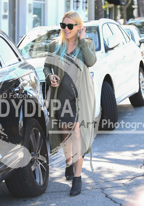 **ALL ROUND PICTURES FROM SOLARPIX.COM**<br /> **SOLARPIX RIGHTS - UK, AUSTRALIA, DENMARK, PORTUGAL, S. AFRICA, SPAIN &amp; DUBAI (U.A.E) &amp; ASIA (EXCLUDING JAPAN) ONLY**<br /> Caption:American actress Busy Philipps Sighted in Los Angeles<br /> <br /> **STRICTLY NO ONLINE USAGE WITHOUT PRIOR AGREEMENT**<br /> JOB REF:18775      PHZ  DATE:05.11.15<br /> **MUST CREDIT SOLARPIX.COM AS CONDITION OF PUBLICATION**<br /> **CALL US ON: +34 952 811 768**