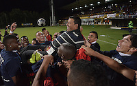 BOGOTÁ -COLOMBIA-30-11-2015. Jugadores de Fortaleza FC levanta a su entrenador Nilton Bernal para celebrar el paso de su equipo a la primera división del fútbol colombiano Liga Aguila después del encuentro con Leones FC por la fecha 6 de los cuadrangulares finales del Torneo Águila 2015 jugado en el estadio Metropolitano de Techo en Bogotá./ Players of Fortaleza FC up their coach Nilton Bernal to celebrate the ascent of their  team to the first division of professional Colombian soccer Liga Aguila after the match with Leones FC for the date 6 of the final quadrangulars of Aguila Tournament 2015 played at Metropolitano de Techo stadium in Bogota. Photo: VizzorImage / Gabriel Aponte / Staff