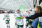 V&auml;ster&aring;s 2014-03-08 Bandy SM-semifinal 4 V&auml;ster&aring;s SK - Hammarby IF :  <br /> V&auml;ster&aring;s Pekka Rintala jublar med V&auml;ster&aring;s supportrar<br /> (Foto: Kenta J&ouml;nsson) Nyckelord:  VSK Bajen HIF jubel gl&auml;dje lycka glad happy