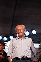 SÃO PAULO, SP, 01 DE MAIO DE 2013 - COMEMORAÇÕES DIA DO TRABALHADOR - CUT -  O Ministro do Trabalho Manoel Dias comparece ao evento da Central Única dos Trabalhadores - CUT, representando a Presidente Dilma Roussef, o evento reuniu uma grande multidão de pessoas no Vale do Anahngabaú, zona central da cidade, nesta quarta-feira (1), para as comemorações do Dia do Trabalhador. O evento contou com shows de cantores da MPB e políticos ligado ao PT.  (FOTO RICARDO LOU/BRAZIL PHOTO PRESS)