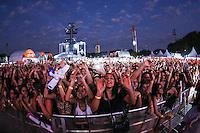 SÃO PAULO,SP, 19.09.2015 - FESTIVAL-SP - Publico durante apresentação no Villa Mix Festival 2015 na Arena Anhembi na região norte de São Paulo, neste sábado, 19. (Foto: William Volcov/Brazil Photo Press)