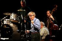 Il regista statunitense Woody Allen col suo clarinetto durante un concerto con la sua New Orleans Jazz Band all'Auditorium di Roma, 31 marzo 2010..U.S. movie director Woody Allen, foreground, performs during a concert with his New Orleans Jazz Band at Rome's Auditorium, 31 march 2010..UPDATE IMAGES PRESS/Riccardo De Luca