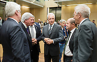 Berlin, Der stellvertretende hessische Ministerpräsident Jörg-Uwe Hahn (FDP, v.l.), der Ministerpräsident von Hessen, Volker Bouffier (CDU), der stellvertretende Ministerpräsident des Landes Mecklenburg-Vorpommern, Lorenz Caffier (CDU), der Ministerpräsident von Sachsen, Stanislaw Tillich (CDU), Hamburgs Erster Bürgermeister, Olaf Scholz (SPD), der Bundesratsvorsitzende und Ministerpräsident von Baden-Württemberg, Winfried Kretschmann (Bündnis 90/Die Grünen) am Freitag (03.05.13) bei der 909. Sitzung des Bundesrats in Berlin.
