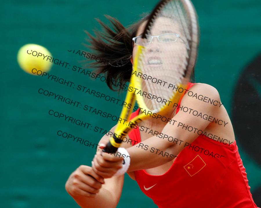 Tenis, World Championship U-14.Australia Vs. China, girls.Lyann Hoang Vs. Qiuyu Ye.Qiuyu Ye, returns.Prostejov, 07.08.2010..foto: Srdjan Stevanovic/Starsportphoto ©