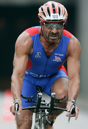 02 SEP 2007 - HAMBURG, GER - Sir Rocco Forte (GBR) prepares to enter transition after the bike - World Age Group Triathlon Championships. (PHOTO (C) NIGEL FARROW)