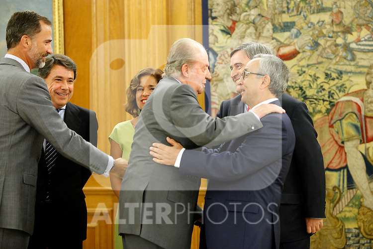 King Juan Carlos of Spain and Prince Felipe of Spain recive in audience to COI representation for candidature of Madrid 2020 Olympic Games in a Zarzuela Place in Madrid. In the pic: Ignacio Gomez, Ana Botella, Miguel Cardenal, Alejandro Blanco, King Juan Carlos of Spain and Prince Felipe of Spain. September 10, 2013. (ALTERPHOTOS/Caro Marin)